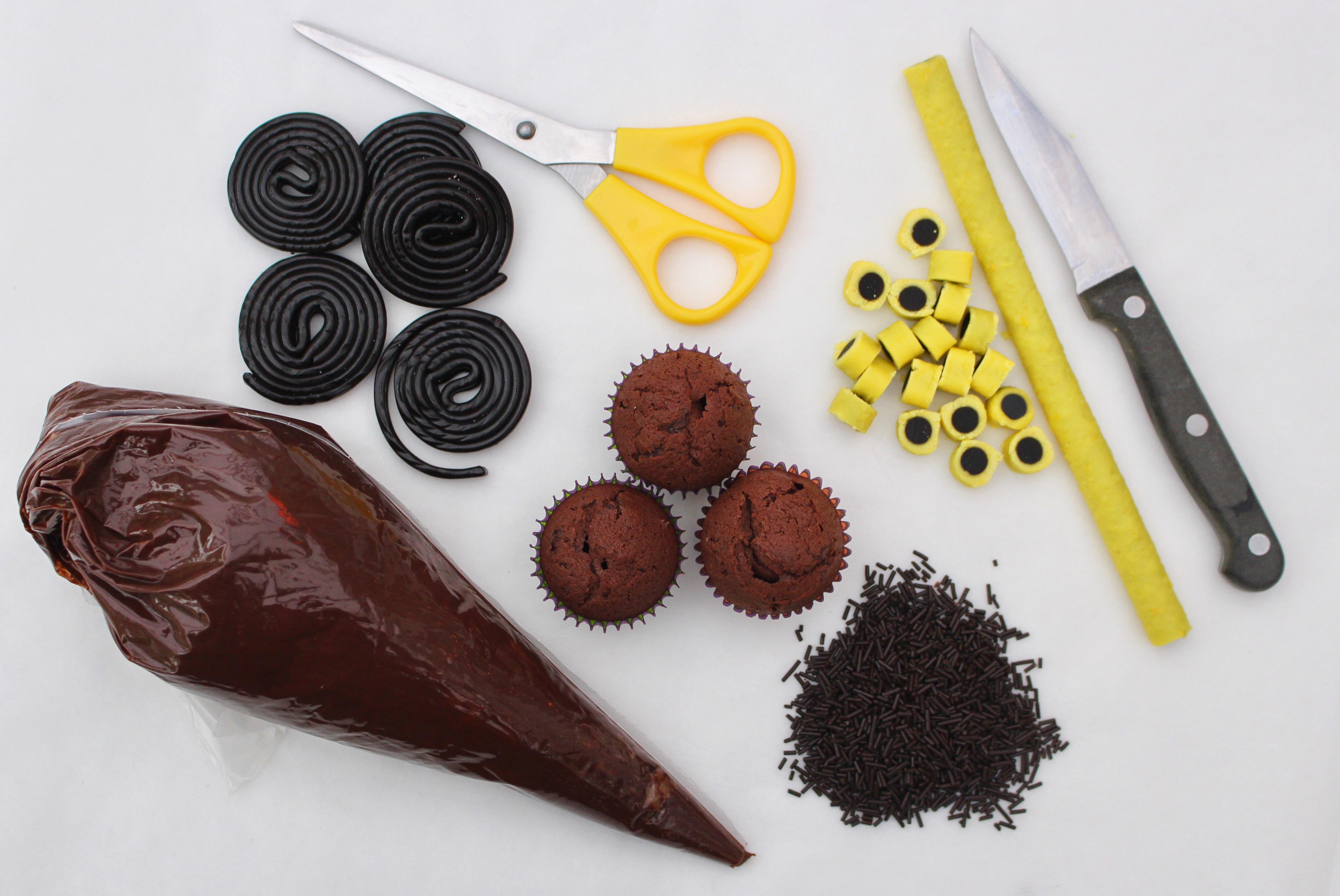 Det här behövs när du ska dekorera dina spindelmuffins!